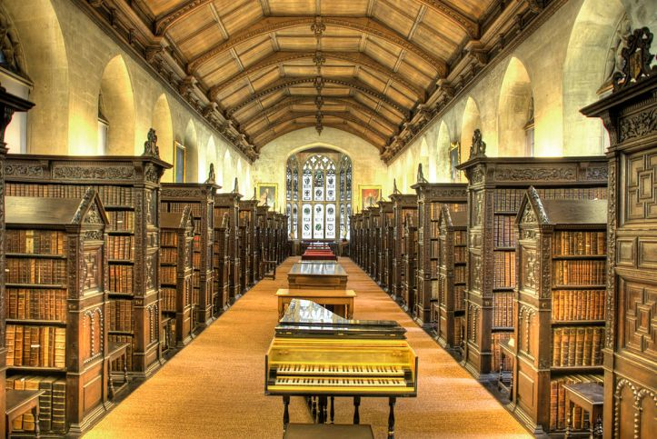 1024px-St_John's_College_Old_Library_interior.jpg