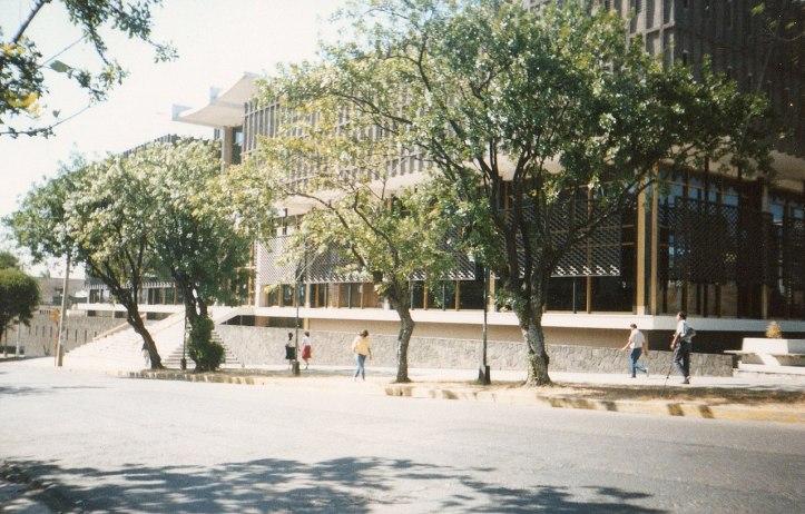 1280px-Nationalbibliothek_von_Costa_Rica_(Biblioteca_Nacional__Miguel_Obregón_Lizano_).jpg
