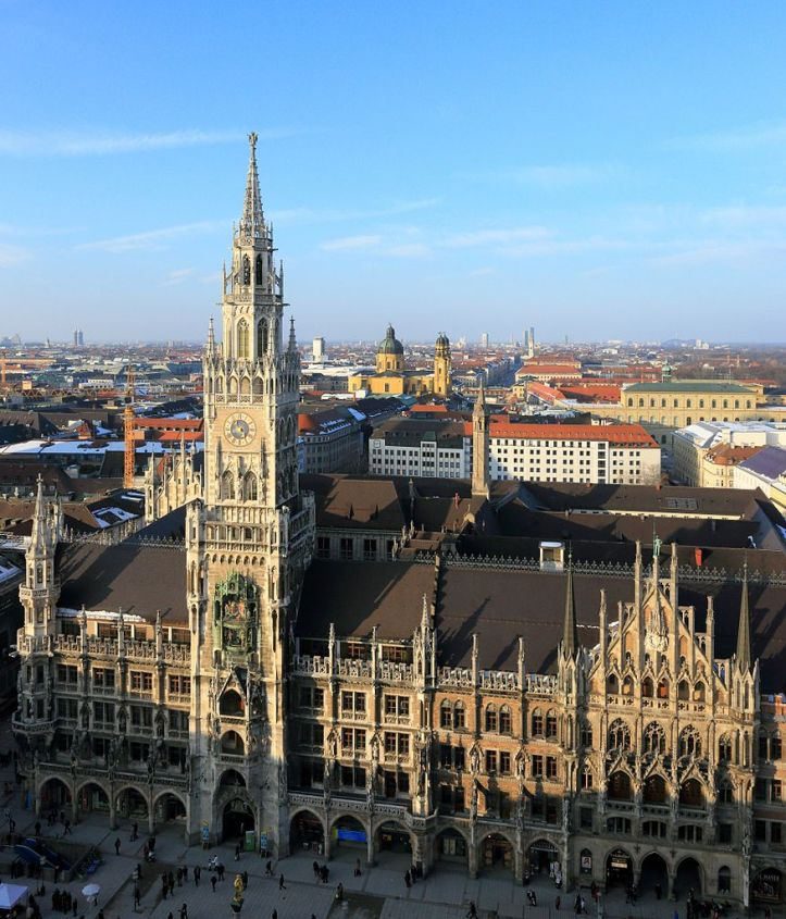 876px-Neues_Rathaus_Munich_March_2013