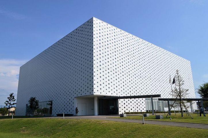 Kanazawa_Umimirai_Library_exterior_ac_(4).jpg