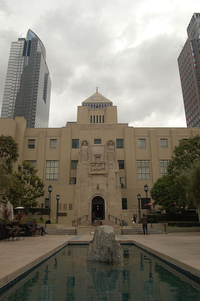 Los_Angeles_Public_Library_(2571166072)