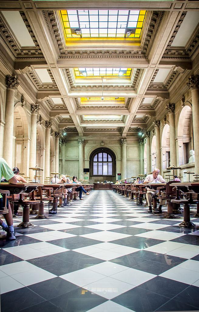 Sala_Gabriela_Mistral_de_la_Biblioteca_Nacional_de_Chile.jpg