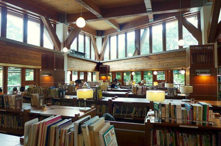 Taipei_Public_Library_Beitou_Branch_Interior_2015.jpg