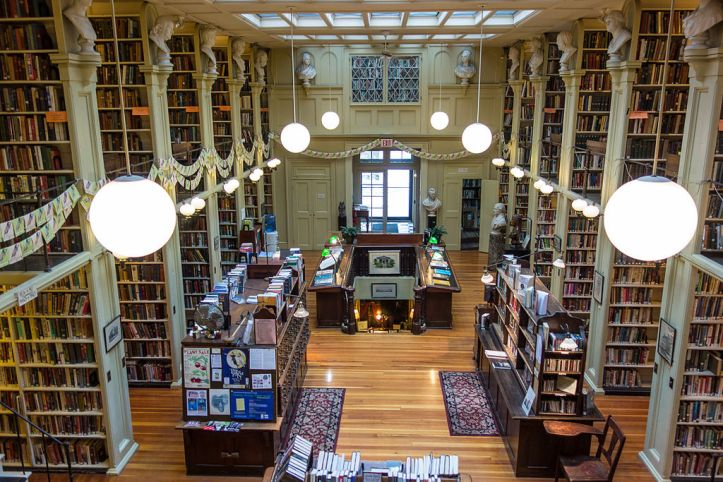The_Providence_Athenaeum_interior_view_2014
